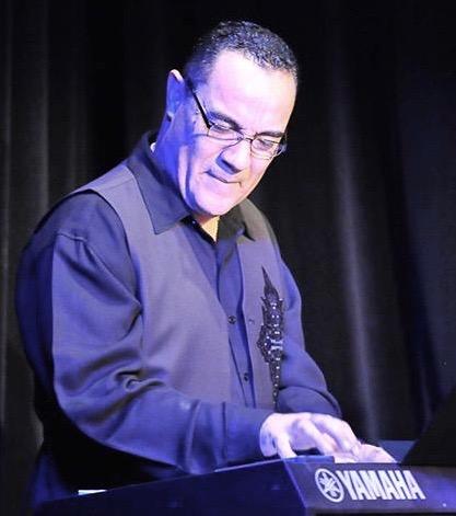 robert-navarro-pianist-1